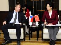 中国卫生部长会见捷克部长